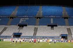 MARSEILLE, FRANCE - Monday, December 10, 2007: Liverpool's players training at the Stade Velodrome ahead of the final UEFA Champions League Group A match against Olympique de Marseille. Liverpool must win to progress to the knock-out stage. (Photo by David Rawcliffe/Propaganda)