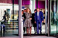 DEN HAAG - Koningin Maxima woont dinsdagochtend 21 maart in het Vredespaleis in Den Haag de opening bij van de derde editie bij van de &lsquo;Impact Summit Europe 2017&rsquo; die op 21 en 22 maart wordt gehouden. De internationale bijeenkomst richt zich op &lsquo;impact investing&rsquo;, een investeringsvorm waarbij naast het financieel rendement ook naar de positieve maatschappelijke effecten wordt gekeken. Koningin M&aacute;xima is aanwezig in haar hoedanigheid van speciale pleitbezorger van de secretaris-generaal van de Verenigde Naties voor inclusieve financiering voor ontwikkeling. COPYRIGHT ROBIN UTRECHT<br /> THE HAGUE - Queen Maxima residence Tuesday morning, March 21 at the Peace Palace in The Hague at the opening of the third edition in the 'Impact Summit Europe 2017' to be held on 21 and 22 March. The international meeting focuses on 'impact investing', a form of investment which also looks at the positive social impacts in addition to financial returns. Queen Maxima is present in its capacity as a special advocate of the Secretary-General of the United Nations for inclusive finance for development. COPYRIGHT ROBIN UTRECHT