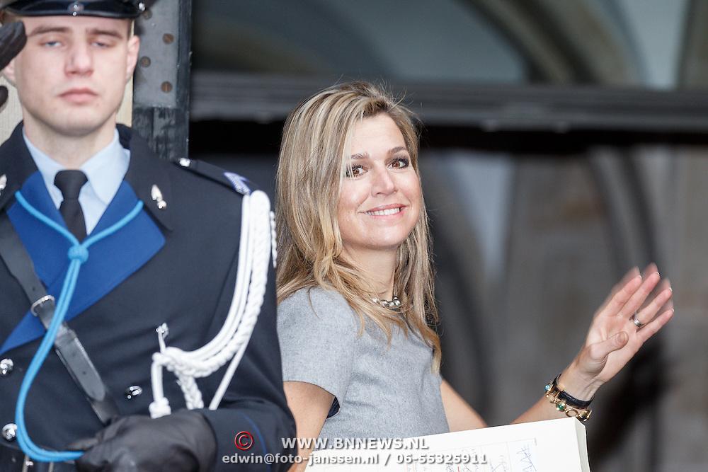 NLD/Amsterdam/20151202 - Koninklijke Familie bij uitreiking Prins Claus Prijs 2015, aankomst Konining Maxima