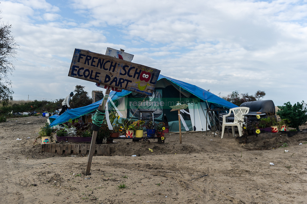 October 16, 2016 - Calais, France - ''French School Ecole d'Art'' stands in the Calais Jungle on a sign in front of a tent, in Calais, France, on October 16, 2016.  The refugee camp on the coast to the English Channel is to be cleared in the next few days, according to the French government. In the camp live around the 1000 refugees and wait for the possibility to travel further through the Eurotunnel to the UK. (Credit Image: © Markus Heine/NurPhoto via ZUMA Press)