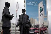 Die Skulpturen von den Skoda Gruendern Vaclav Klement und Vaclav Laurin vor dem Skoda Automuseum in Mlada Boleslav. Im Hintergrund Werbung fuer den neuen Skoda Superb. Mlada Boleslav liegt noerdlich von Prag und ist ungefaehr 60 Kilometer von der tschechischen Haupstadt entfernt. Skoda Auto besch&auml;ftigt in Tschechien 23.976 Mitarbeiter (Stand 2006), den Grossteil davon in der Zentrale in Mlada Boleslav. Damit sind mehr als 3/4 aller Erwerbst&auml;tigen der Stadt in dem Automobilkonzern t&auml;tig.<br /> <br />                                      Skoda founders Vaclav Laurin and Vaclav Klement infront of a bigboard commercial for the Skoda Superb at a panel house close to the Skoda factory in the city of Mlada Boleslav. The city is located north of Prague and about 60 km away from the Czech capital. Skoda Auto has about 23.976 employees (2006) in Czech Republic and a big part of them is working in Mlada Boleslav. 3/4 of the working population in Mlada Boleslav is working for the Skoda Auto company.