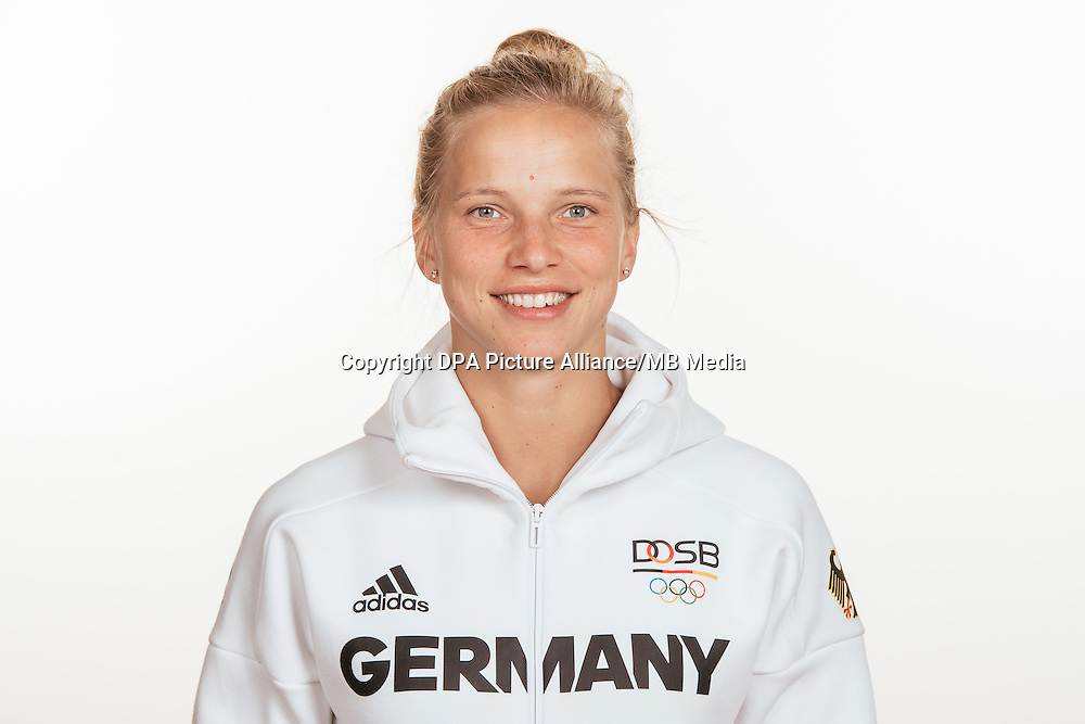 Tabea Kemme poses at a photocall during the preparations for the Olympic Games in Rio at the Emmich Cambrai Barracks in Hanover, Germany, taken on 15/07/16 | usage worldwide