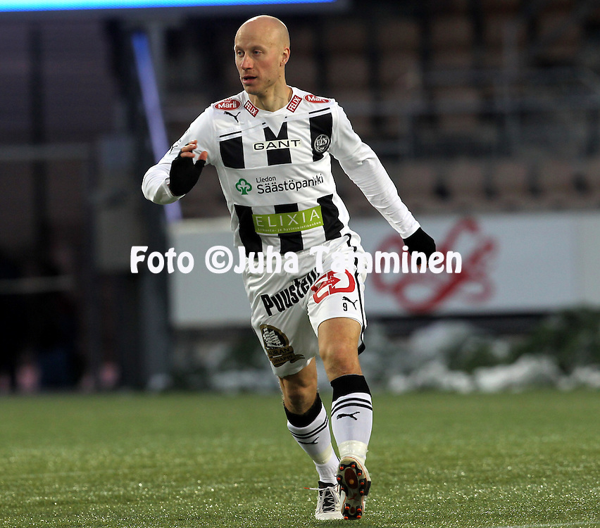 4.4.2012, Sonera Stadion, Helsinki..Liigacupin loppuottelu TPS Turku - HJK Helsinki..Mikko Hyyrynen - TPS