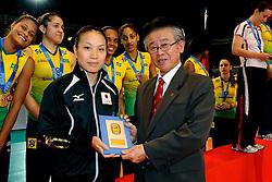 23-08-2009 VOLLEYBAL: WGP FINALS CEREMONY: TOKYO <br /> Brazilie wint de World Grand Prix 2009 / Yoshie TAKESHITA en Katsumi Wakao<br /> ©2009-WWW.FOTOHOOGENDOORN.NL