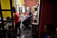 Roma 13 Giugno 2015<br /> I migranti nel centro di accoglienza  per migranti 'Baobab' vicino alla stazione ferroviaria Tiburtina di Roma. Centinaia di  migranti provenienti da Etiopia, Somalia ed Eritrea, tutti  arrivati negli ultimi mesi dalla Libia con i barconi e portati in Italia dopo essere stati salvati in mare. Il parrucchiere e  barbiere all'interno del centro di accoglienza  per migranti 'Baobab'.<br /> <br /> <br /> Rome June 13, 2015<br /> Migrants in the reception center for migrants 'Baobab' close to the Tiburtina train station in Rome. Hundreds of migrants mainly from Ethiopia, Somalia and Eritrea, all arrived in recent months from Libya with the barges and taken to Italy after being rescued at sea. The hairdresser and barber in the reception center for migrants 'Baobab'.