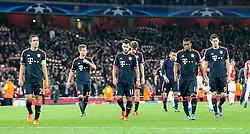 20.10.2015, Emirates Stadium, London, ENG, UEFA CL, FC Arsenal vs FC Bayern Muenchen, Gruppe F, im Bild l-r: enttaeuschung bei Philipp Lahm #21 (FC Bayern Muenchen), Joshua Kimmich #32 (FC Bayern Muenchen), Juan Bernat #18 (FC Bayern Muenchen), Douglas Costa #11 (FC Bayern Muenchen), Robert Lewandowski #9 (FC Bayern Muenchen) auf dem Weg zum Fanblock // during UEFA Champions League group F match between Arsenal FC and FC Bayern Munich at the Emirates Stadium in London, Great Britain on 2015/10/20. EXPA Pictures © 2015, PhotoCredit: EXPA/ Eibner-Pressefoto/ Kolbert<br /> <br /> *****ATTENTION - OUT of GER*****