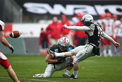 09.04.2016, Tivoli Stadion, Innsbruck, AUT, BATTLE4TIROL, Swarco Raiders Tirol (AUT) vs Helsinki Roosters (FIN), im Bild Christian Willi (Swarco Raiders Tirol, WR, #83) und Robert Dornfried (Swarco Raiders Tirol, K/P, #16) // during the BATTLE4TYROL game between Swarco Raiders Tirol (AUT) and Helsinki Roosters (FIN) at the Tivoli Stadion, Innsbruck, Austria on 2016/04/09. EXPA Pictures © 2016, PhotoCredit: EXPA/ Thomas Haumer