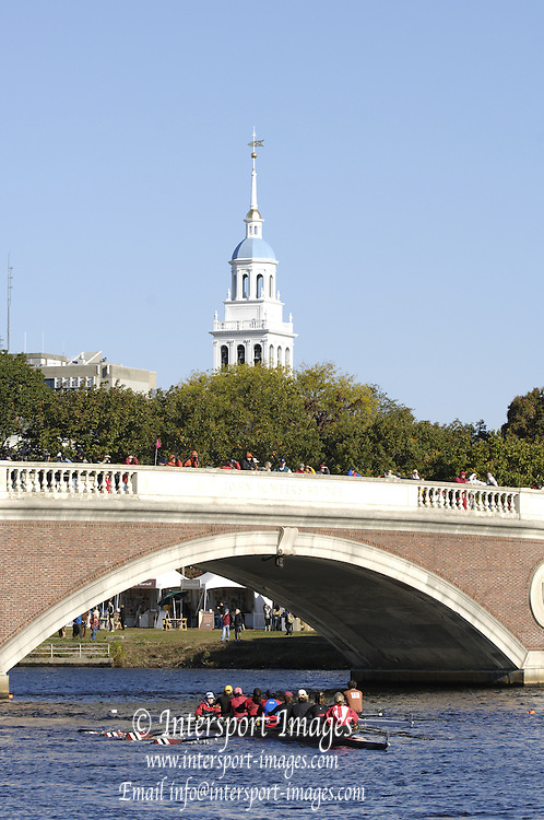 Boston, Massachusetts, Crews passing under the Weeks Footbridge, moving upto the start of the Forty second Head of the Charles, 21/10/2006.  Photo  Peter Spurrier/Intersport Images...[Mandatory Credit, Peter Spurier/ Intersport Images] Rowing Course; Charles River. Boston. USA