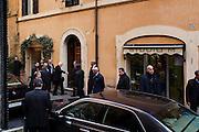 Giorgio Napolitano torna nella sua abitazione in via dei Serpenti nel rione Monti, dopo aver dato le dimissioni dalla carica di Presidente della Repubblica. Roma 14 gennaio 2015.  Christian Mantuano / OneShot