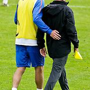 AUS/Seefeld/20100529 - Training NL Elftal WK 2010, Khalid Boularouz in gesprek met iemand van de staf