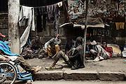 Sfollati e senzatetto vivono lungo le strade della capitale, Addis Ababa 9 settembre 2014.  Christian Mantuano / OneShot <br /> <br /> Displaced and homeless people living on the streets of the capital, Addis Ababa September 9, 2014.