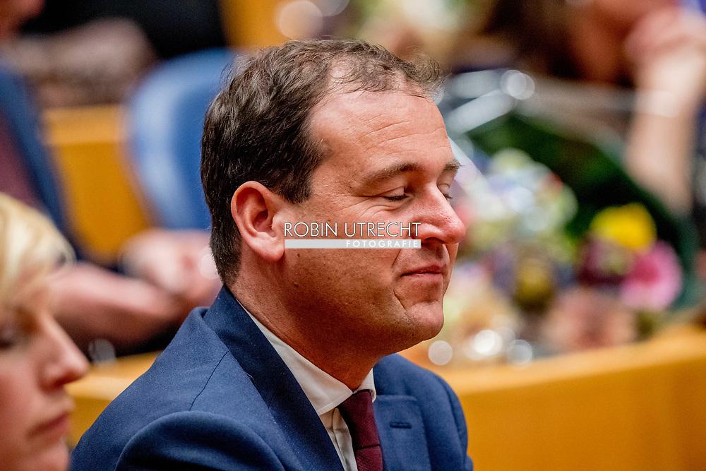 DEN HAAG - Lodewijk Asscher (PvdA) legt de eed af tijdens de installatie van de nieuwe Kamerleden na de Tweede Kamerverkiezingen. democratie formatie holland installatie kabinetsformatie kamerleden kiezen nieuwe partijpolitiek politicus politiek tk2017 van