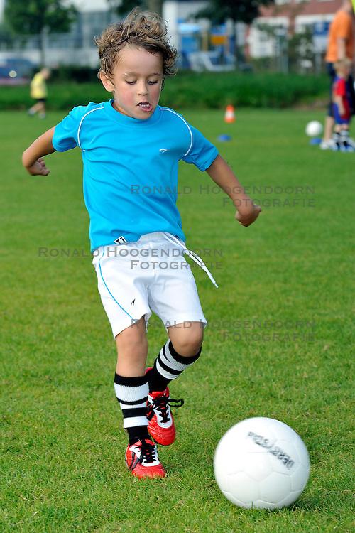 03-09-2011 VOETBAL: BENJAMINS VV MAARSSEN: MAARSSEN<br /> Roan, benjamins jeugdvoetbal<br /> &copy;2011-FotoHoogendoorn.nl