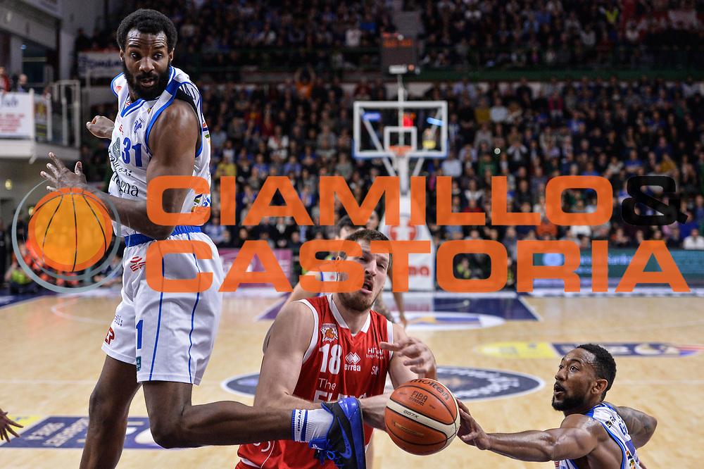 Daniele Magro, David Lighty<br /> Banco di Sardegna Dinamo Sassari - The Flexx Pistoia Basket<br /> Legabasket Serie A LBA Poste Mobile 2016/2017<br /> Sassari 04/03/2017