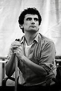Roma   Dicembre 1982.Massimo Troisi,  incontra gli  studenti nell' aula magna dell'università La Sapienza