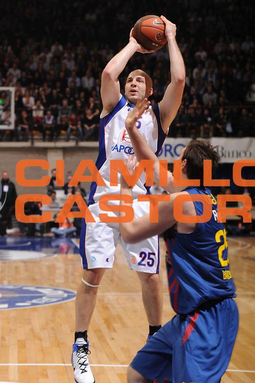 DESCRIZIONE : Desio Eurolega 2011-12 Bennet Cantu FC Barcelona Regal<br /> GIOCATORE : Greg Brunner<br /> CATEGORIA : tiro<br /> SQUADRA : Bennet Cantu<br /> EVENTO : Eurolega 2011-2012<br /> GARA : Bennet Cantu FC Barcelona Regal<br /> DATA : 23/02/2012<br /> SPORT : Pallacanestro <br /> AUTORE : Agenzia Ciamillo-Castoria/GiulioCiamillo<br /> Galleria : Eurolega 2011-2012<br /> Fotonotizia : Desio Eurolega 2011-12 Bennet Cantu FC Barcelona Regal<br /> Predefinita :