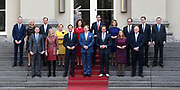 Het nieuwe kabinet Rutte III op het bordes van Paleis Noordeinde. (L-R voor) Halbe Zijlstra (minister van Buitenlandse Zaken), vicepremier Kajsa Ollongren (minister van Binnenlandse Zaken en Koninkrijksrelaties), premier Mark Rutte (minister van Algemene Zaken), koning Willem-Alexander, vicepremier Hugo de Jonge (Minister van Volksgezondheid, Welzijn en Sport), vicepremier Carola Schouten (minister van Landbouw, Voedselveiligheid en Regio) en Ferdinand Grappenhaus (minister van Justitie). (L-R achter) Arie Slob (minister van Onderwijs, Cultuur en Wetenschap), Sigrid Kaag (minister van Buitenlandse Handel en Ontwikkelingssamenwerking), Eric Wiebes (minister van Economische Zaken en Klimaat), Ank Bijleveld (minister van Defensie), Ingrid Engelshoven (minister van Onderwijs, Cultuur en Wetenschappen), Wopke Hoekstra (minister van Financien), Cora van Nieuwenhuizen (minister van Infrastructuur en Milieu), Wouter Koolmees (minister Sociale Zaken), Wouter Koolmees (minister Sociale Zaken) en Bruno Bruins (minister voor Medische Zorg).<br /> <br /> The new cabinet Rutte III on the borders of Noordeinde Palace. (LR) Halbe Zijlstra (Foreign Minister), Deputy Prime Minister Kajsa Ollongren (Minister of the Interior and Kingdom Relations), Prime Minister Mark Rutte (General Secretary), King Willem-Alexander, Deputy Prime Minister Hugo de Jonge (Minister of Health, Welfare and Sport), Deputy Prime Minister Carola Schouten (Minister of Agriculture, Food Safety and Regional Affairs) and Ferdinand Grappenhaus (Minister of Justice). (Minister for Education, Culture and Science), Sigrid Kaag (Minister for Foreign Trade and Development Cooperation), Eric Wiebes (Minister for Economic Affairs and Climate), Ank Bijleveld (Minister of Defense), Ingrid Engelshoven Wopke Hoekstra (Minister of Finance), Cora van Nieuwenhuizen (Minister of Infrastructure and Environment), Wouter Koolmees (Minister of Social Affairs), Wouter Koolmees (Minister of Social Affairs) and Bruno Bruins (Minister for Medical