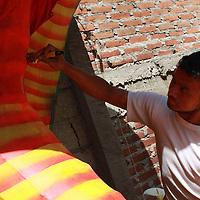 Toluca, México.- Diversos artesanos del Estado de México se preparan para  participar en el concurso de judas que año con año realiza el museo Luis Nishizawa; a partir del 6 marzo y hasta el 4 de abril la puertas de dicho recinto quedan abiertas al publico para que puedan observar las propuestas que este año muestran sus creadores. Agencia MVT / Beatriz Rodríguez.