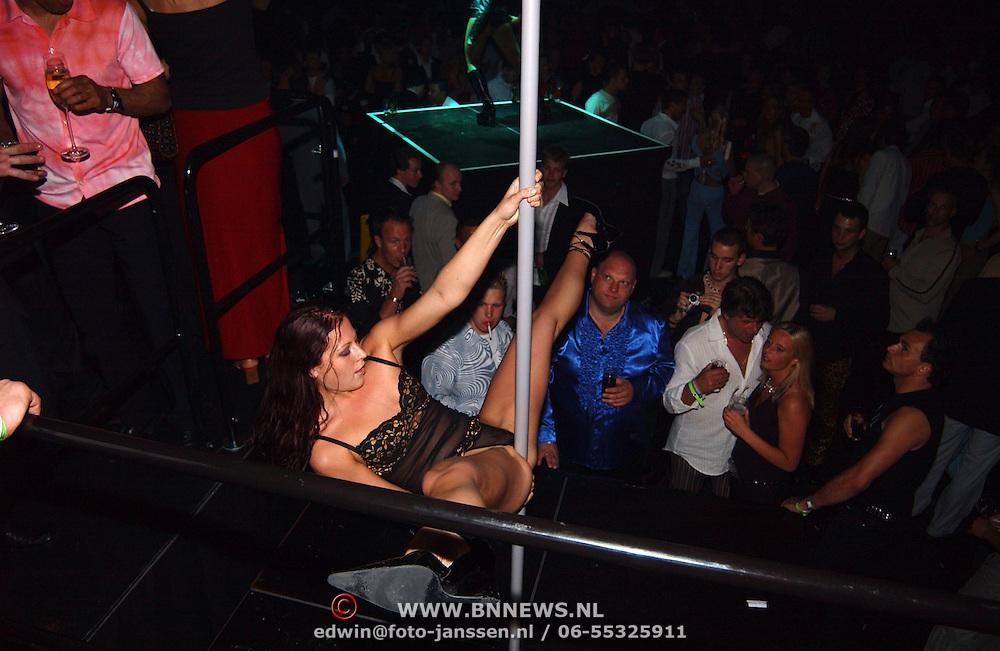 Playboyfeest 2003, paaldanseres, podium, publiek