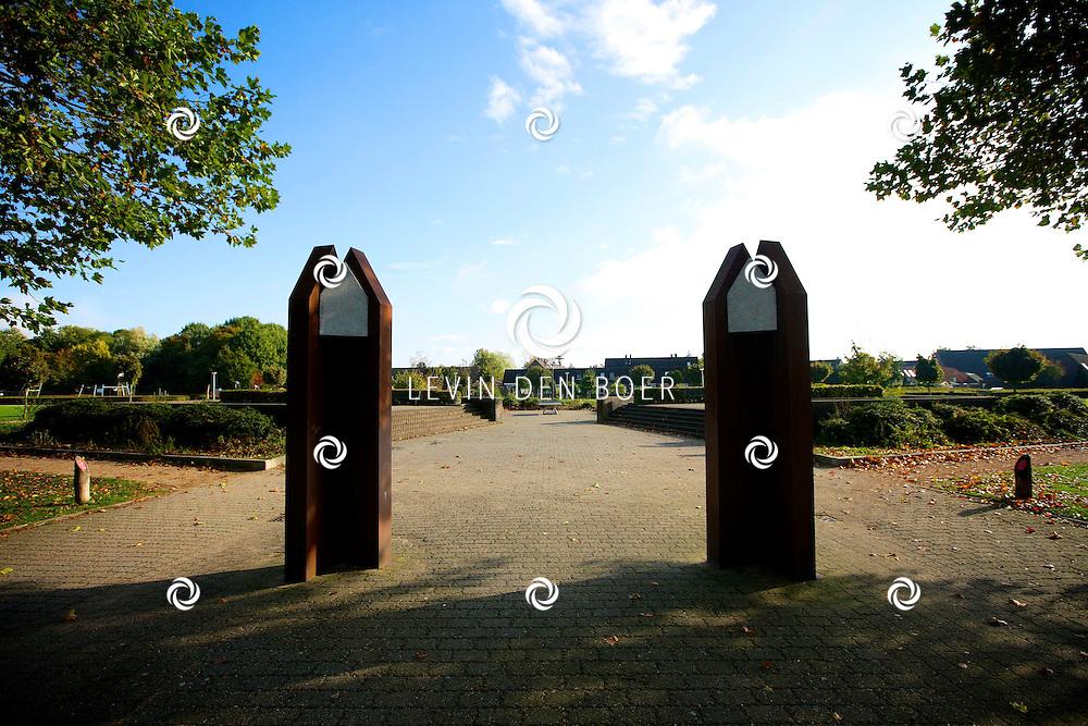 ZALTBOMMEL - Binnen de stad Zaltbommel zijn verschillende plekken die overlast bieden van hangjongeren. Deze plekken zijn vaar openbare speelplaatsen, bankjes of parkjes. Met hier op de foto de hangplek op de Kazemat. FOTO LEVIN DEN BOER - PERSFOTO.NU