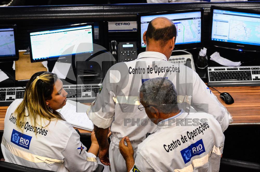 RIO DE JANEIRO, RJ, 21 DE JULHO DE 2013 -CENTRO DE OPERAÇÕES DA PREFEITURA DO RIO DE JANEIRO- Funcionamento do Centro de Operações da Prefeitura do rio de Janeiro, monitoramento de toda a cidade através de câmeras, no centro de Operações na zona norte do Rio de Janeiro.FOTO:MARCELO FONSECA/BRAZIL PHOTO PRESS