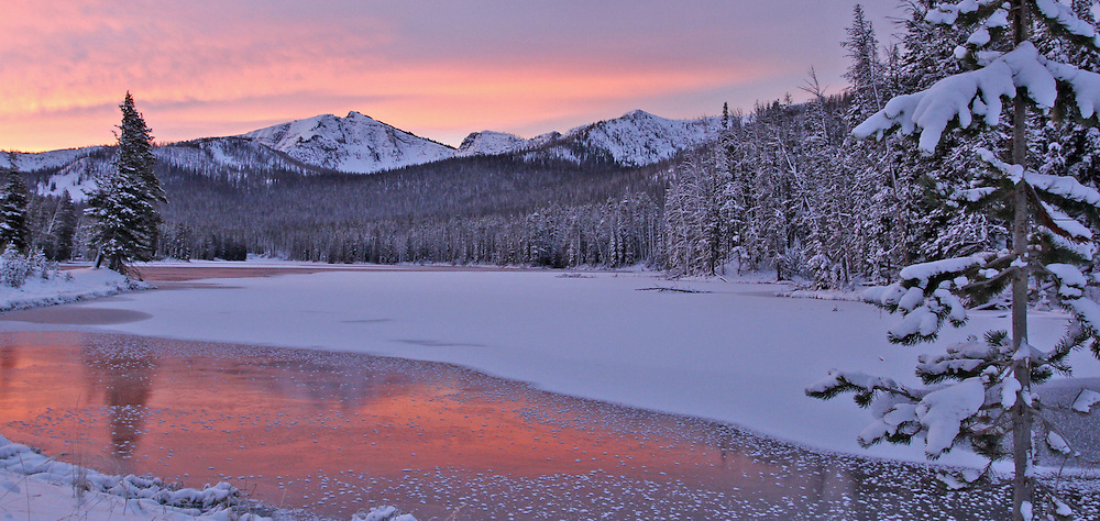 During autumn, winter weather systems quickly move into Yellowstone National Park. By November, morning temperatures are often below zero, with snow beginning to accumulate at the higher elevations.