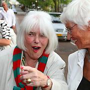 NLD/Amsterdam/20070721 - Premiere Pirates Pirates, Ina van Faassen en viendin