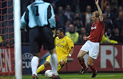 14-04-2005 VOETBAL: UEFACUP AZ - VILLARREAL: ALKMAAR<br /> <br /> Met een zwaarbevochten gelijkspel (1-1) tegen Villarreal heeft AZ zich geplaatst voor de halve finale van de UEFA-beker / <br /> <br /> ©2005-WWW.FOTOHOOGENDOORN.NL