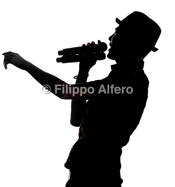 © Filippo Alfero<br /> Subsonica in concerto - Istantanee Tour 2012<br /> Torino, 26/04/2012<br /> spettacolo<br /> Nella foto: Samuel