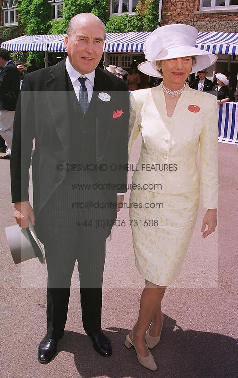 The EARL & COUNTESS CARNARVON at Royal Ascot on 15th June 1999.MTG 92