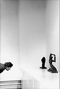 Nederland, Nijmegen, 15-5-1992Tentoonstelling, expositie, van Entartete Kunst in het gemeentemuseum Commanderie van St. Jan. Entartete Kunst is een beruchte Duitse term die tijdens het Derde Rijk in Duitsland werd gebruikt om daarmee de vermeende ontsporing van de moderne, vooral van de avant-garde kunst aan te geven. Het betekent in het Nederlands ontaarde kunst of gedegenereerde, daarbij refererend aan de door het Duitse fascistische regime wel esthetisch en moreel juist geachte Arische kunst. Het betrof een campagne van de NSDAP om de Duitse kunstwereld onder haar controle brengen, zodat deze voor propagandistische doeleinden van de staat kon worden ingezet.FOTO: FLIP FRANSSEN/ HOLLANDSE HOOGTE
