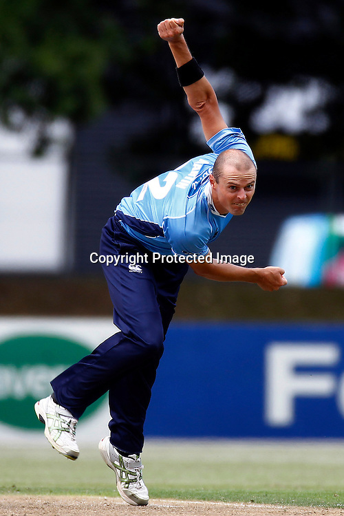 Chris Martin during the Ford Trophy match between the Auckland Aces v Otago Volts. Preliminary Final, Men's domestic 1 day cricket. Colin Maiden Park, New Zealand. Wednesday 8 January 2012. Ella Brockelsby / photosport.co.nz