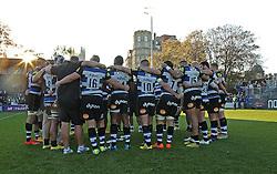 Bath Rugby huddle together at full time - Mandatory byline: Robbie Stephenson/JMP - 07966386802 - 31/10/2015 - RUGBY - Recreation Ground -Bath,England - Bath Rugby v Harlequins - Aviva Premiership