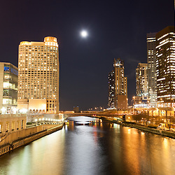 Chicago at night at Columbus Drive bridge along the Chicago River with Sheraton Chicago Hotel & Towers (301 East North Water Street), Columbus Plaza building (233 East Wacker Drive), Three Illinois Center building (303 East Wacker Drive), Swissotel building (323 East Wacker Drive), The Shoreham building (400 East South Water Street), The Regatta building (420 E. Waterside Drive)