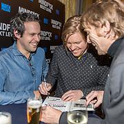 NLD/Amsterdam/20191125 - Boekpresentatie Victor Mids, Victor Mids en Oscar Verpoort signeren boek