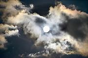 Nederland, Ubbergen,  31-10-2012De volle maan schijnt in de nacht door de wolken.Foto: Flip Franssen/Hollandse Hoogte
