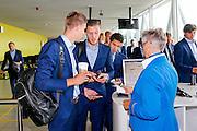 BOEKAREST - 19-08-15, Europa League, Astra GiurGiu - AZ, AZ speler Markus Henriksen (l), AZ speler Jeffrey Gouweleeuw (m).