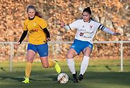 FODBOLD: Clara Walsøe (Ølstykke FC) og Katja Mikkelsen (Herlufsholm GF) under kampen i Sjællandsserien mellem Ølstykke FC og Herlufsholm GF den 9. april 2019 på Ølstykke Stadion. Foto: Claus Birch