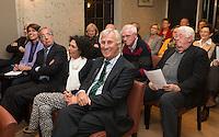 MAARSBERGEN - NGF directeur Jeroen Stevens overhandigt GC Anderstein voorzitter Gertjan van de Groep , het 50ste GEO certificaat. heer René Veldhuizen  die veel voor de club en baan heeft gedaan.   COPYRIGHT KOEN SUYK