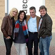 """NLD/Rotterdam/20081010 - Perpsresentatie """" de Froger ff geen cent te makken"""" , Rene en Natasja samen met oprichster Clara Sies en partner"""