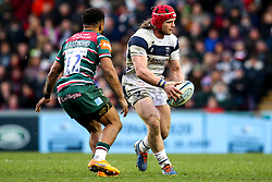 Harry Thacker of Bristol Bears takes on Kyle Eastmond of Leicester Tigers - Mandatory by-line: Robbie Stephenson/JMP - 04/01/2020 - RUGBY - Welford Road - Leicester, England - Leicester Tigers v Bristol Bears - Gallagher Premiership Rugby