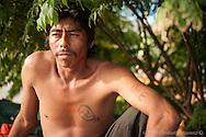 Trabajador de Guerrero arribó a Santa Rosalía por haber oido que había mucho trabajo, sin embargo por su falta de experiencia en el mar, el único trabajo disponible era de javero o cargador, transportando el producto de las pangas al muelle.