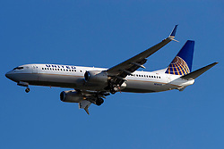 Boeing 737-824 (N76522) operated by United Airlines on approach to San Francisco International Airport (SFO), San Francisco, California, United States of America