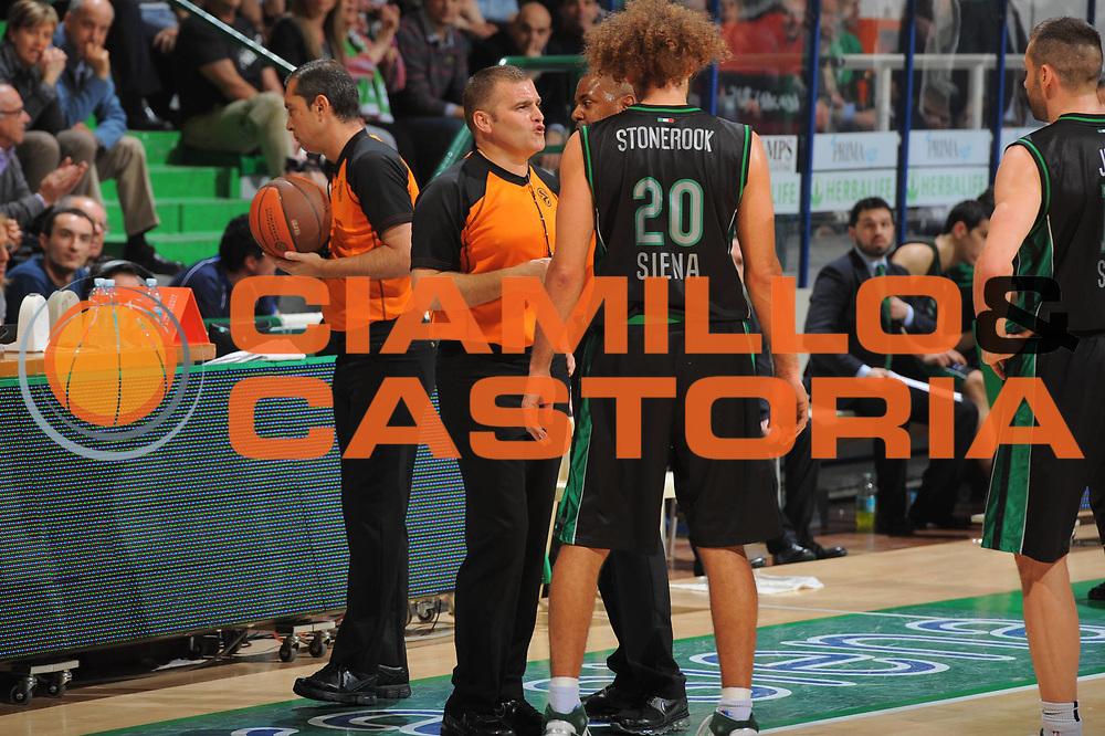 DESCRIZIONE : Siena Eurolega 2010-11 Playoffs Gara 3 Montepaschi Siena Olympiacos<br /> GIOCATORE : Referee<br /> SQUADRA : Montepaschi Siena<br /> EVENTO : Eurolega 2010-2011<br /> GARA : Montepaschi Siena Olympiacos<br /> DATA : 29/03/2011<br /> CATEGORIA : Ritratto<br /> SPORT : Pallacanestro <br /> AUTORE : Agenzia Ciamillo-Castoria/GiulioCiamillo<br /> Galleria : Eurolega 2010-2011<br /> Fotonotizia : Siena Eurolega 2010-11 Playoffs Gara 3 Montepaschi Siena Olympiacos<br /> Predefinita :