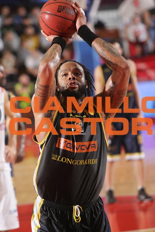 DESCRIZIONE : Reggio Emilia Coppa Italia Lega Basket A2 2011-12  Trenkwalder Reggio Emilia  Givova Scafati<br /> GIOCATORE : Thomas James<br /> SQUADRA :  Givova Scafati<br /> EVENTO : Coppa Italia Lega Basket A2 2011-2012<br /> GARA : Trenkwalder Reggio Emilia  Givova Scafati<br /> DATA : 01/11/2011 <br /> CATEGORIA : tiro libero<br /> SPORT : Pallacanestro <br /> AUTORE : Agenzia Ciamillo-Castoria/FotoStudio13<br /> Galleria : Lega Basket A2 2011-2012 <br /> Fotonotizia : Reggio Emilia Coppa Italia Lega Basket A2 2011-12  Trenkwalder Reggio Emilia  Givova Scafati<br /> Predefinita :