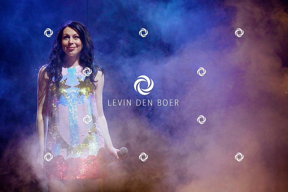 ZWOLLE - In de IJsselhallen te Zwollen presenteerde K3 hun nieuwe show 'De Verjaardagsshow' met op de foto  K3 zangeres Kristel Verbeke. FOTO LEVIN DEN BOER - PERSFOTO.NU