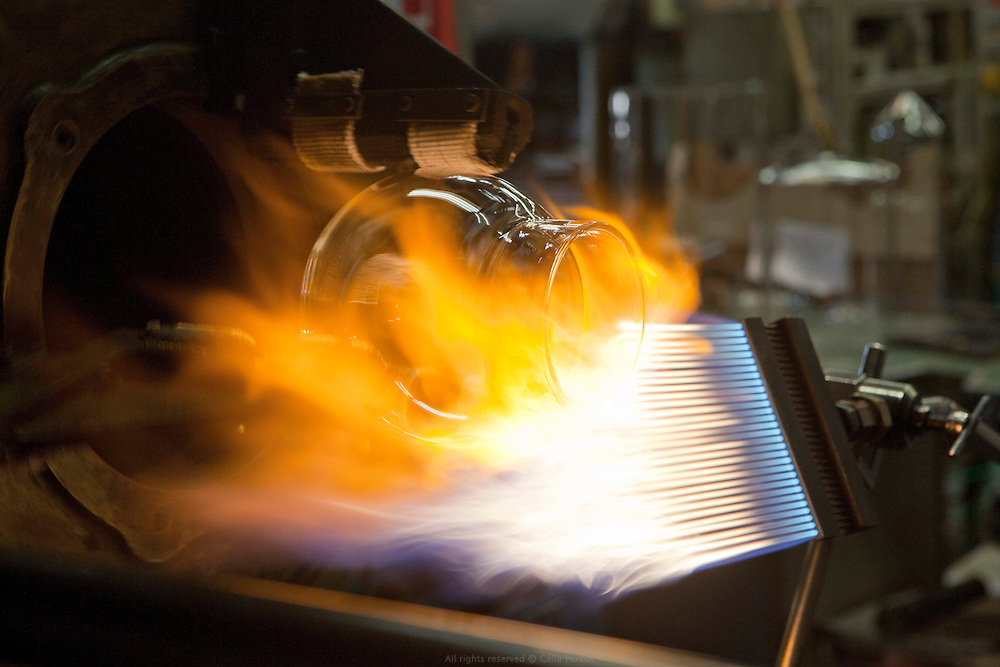 L'entreprise Soufflage Artisanal Verre (S.A.V) est spécialisée dans la transformation du verre à chaud par soufflage, emboutissage et usinage à froid. SAV réalise des prototypes, des pièces sur plans ou des pièces en moyennes ou grandes séries pour le laboratoire et l'industrie. Joinville le Pont.