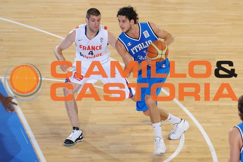 DESCRIZIONE : Cagliari Eurobasket Men 2009 Additional Qualifying Round Italia Francia<br /> GIOCATORE : Luca Vitali<br /> SQUADRA : Italia Italy Nazionale Italiana Maschile<br /> EVENTO : Eurobasket Men 2009 Additional Qualifying Round <br /> GARA : Italia Francia Italy France<br /> DATA : 05/08/2009 <br /> CATEGORIA : palleggio<br /> SPORT : Pallacanestro <br /> AUTORE : Agenzia Ciamillo-Castoria/G.Ciamillo