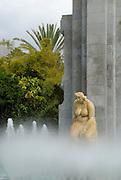Spanien, Kanarische Inseln, Teneriffa..Santa Cruz, Brunnen und Brunnenfigur im Stadtpark Parque Municipal Garcia Sanabria..|..Spain, Canary Islands, Tenerife..Santa Cruz, Park Parque Municipal Garcia Sanabria, fountain sculpture