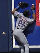 8/13/05--Los Angeles CA--Mets center fielder Gerald Williams runs into the wall on a Olmedo Saenz hit that registered as a double in the 7th inning. Photo by John McCoy/Staff Photographer Los Angeles Daily News